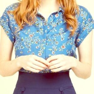🦋Alice Blue🦋 Floral Button-Up Cropped Blouse (S)